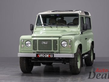 Land Rover Defender Heritage HUE 166 | GCC – Ultra Low Mileage
