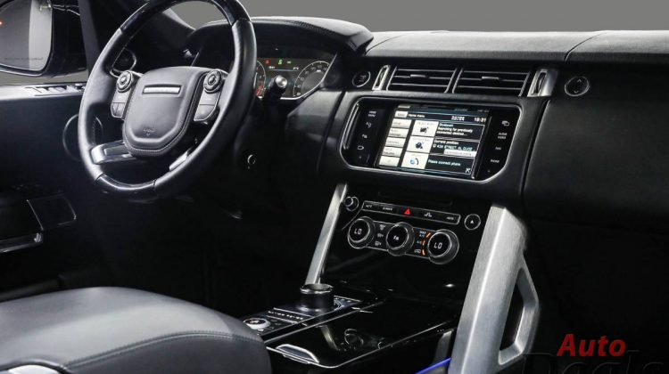 Range Rover Vogue SE Supercharged | GCC – With Warranty And Full Service History