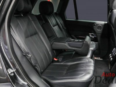 Range Rover Vogue SE Supercharged   GCC – With Warranty And Full Service History